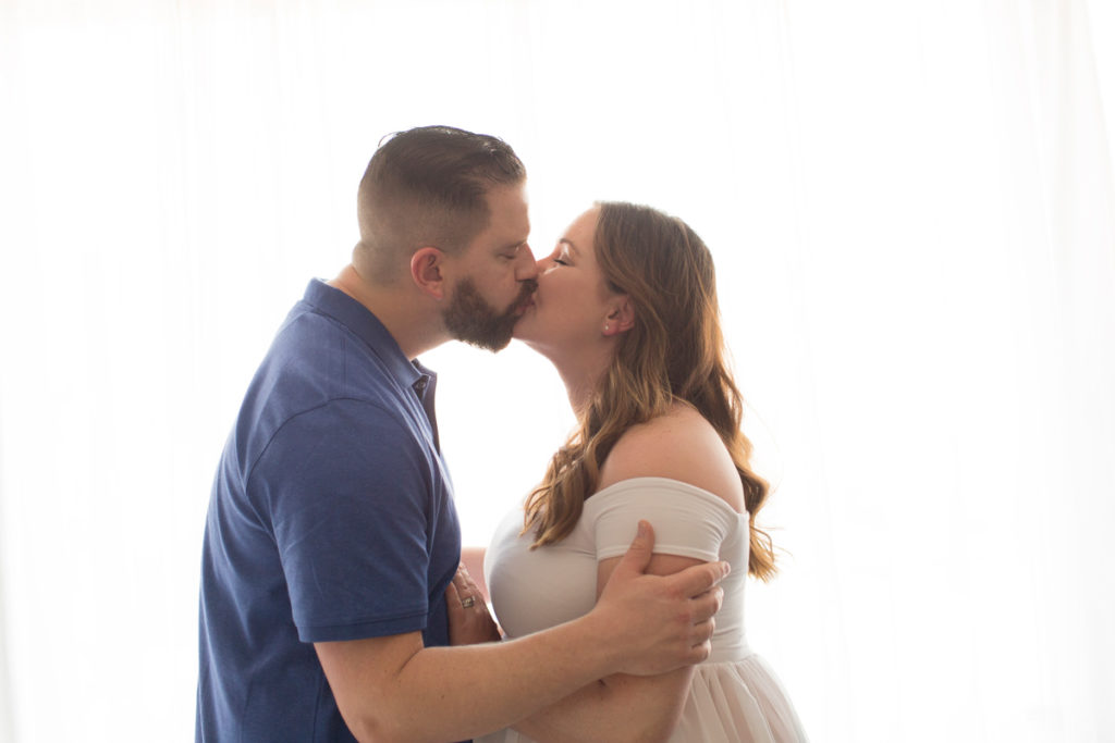 Maternity photo Janet and Nick kiss with backlight in Gainesville Florida