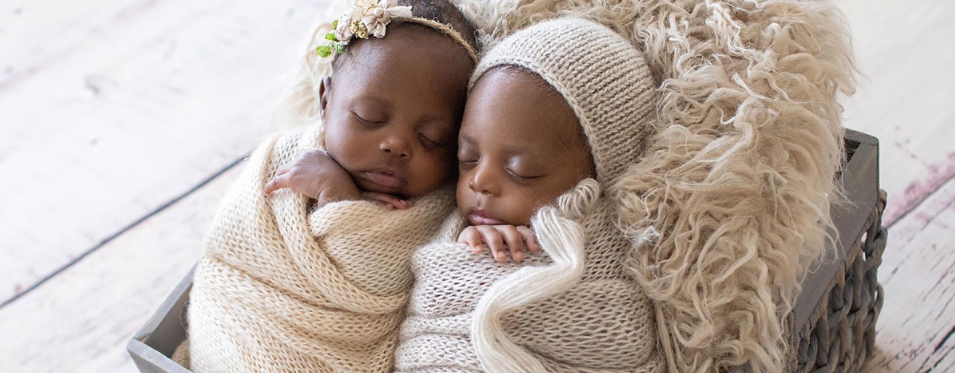 Newborn-Twins-White-and-Beige-blankets-2-6